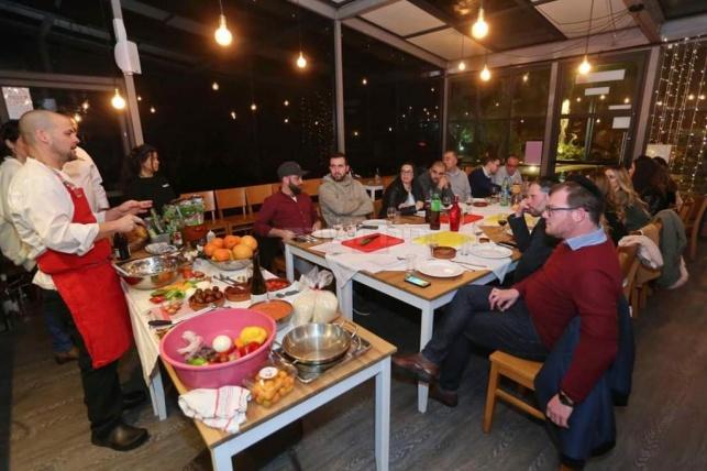 מחפשים תוכן למסיבה? סדנאות אוכל בהנחיית שף מקצועי