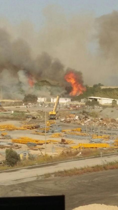 השריפה בחדרה (צלם: בני מרקוס, חברת החשמל)