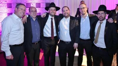 חיים ביטון (במרכז) עם אנשי הקמפיין - מדינה, אלימלך, ביכלר ולרנר (צילום: יעקב כהן)