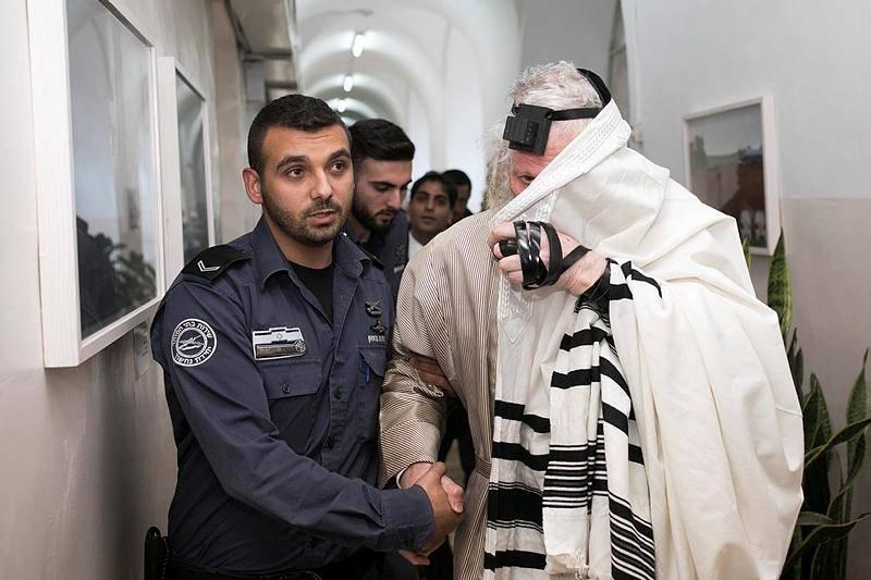 הרב ברלנד בבית המשפט (צילום: Yonatan Sindel/ Flash90)