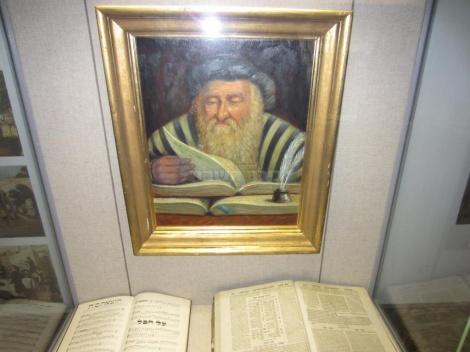 """איור של רש""""י במוזיאון הסמוך לבית הכנסת"""