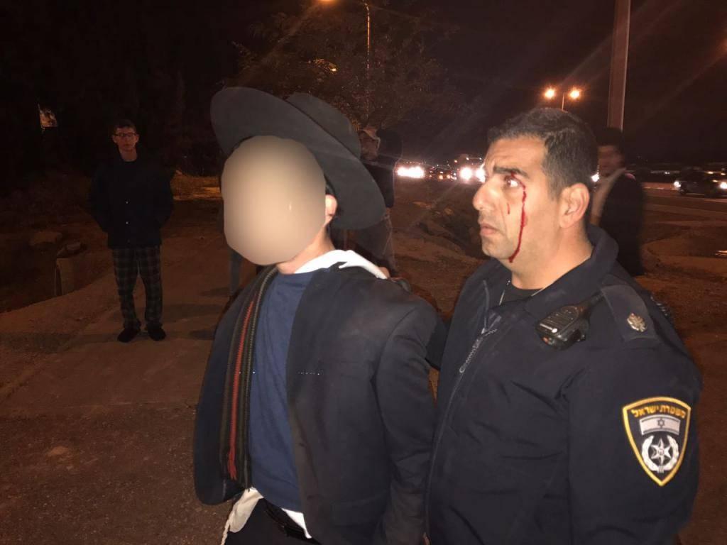 קצין משטרה הותקף על ידי נער חרדי בכביש 4. הנער נעצר (צילום: דוברות המשטרה)