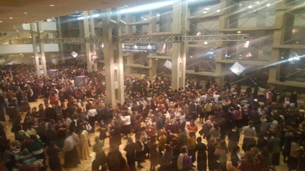 חלק מאלפי הנשים בכנס (צילום: ''מאמע'')