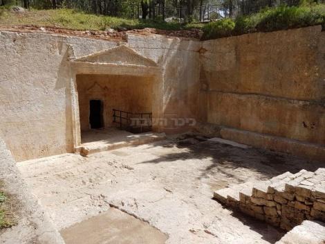 חזית מערכת הקבורה המפוארת אחרי עבודות השימור (צילום: אדר' מאיה עובדיה, רשות העתיקות)
