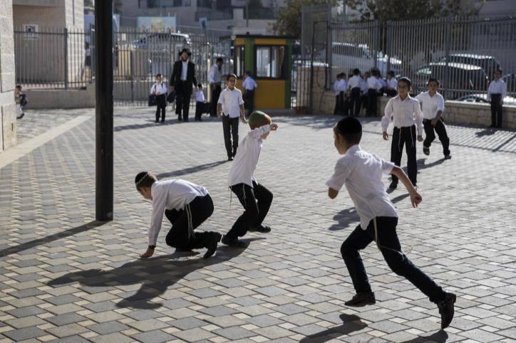חשיפה מרובה לשמש פגיעה אצל ילדים. אילוסטרציה. צילום: Nati Shohat/Flash90
