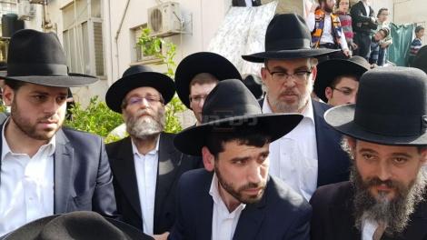 גפני ואשר בהלוויה (צילום: שלומי כהן, כיכר השבת)