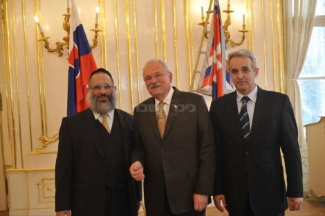 רבה של סלובקיה הרב מאיירס עם נשיא המדינה