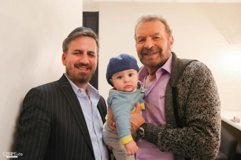 דודו פישר, בנו התינוק והמפיק דני פינקלמן | צילום: חיים טוויטו