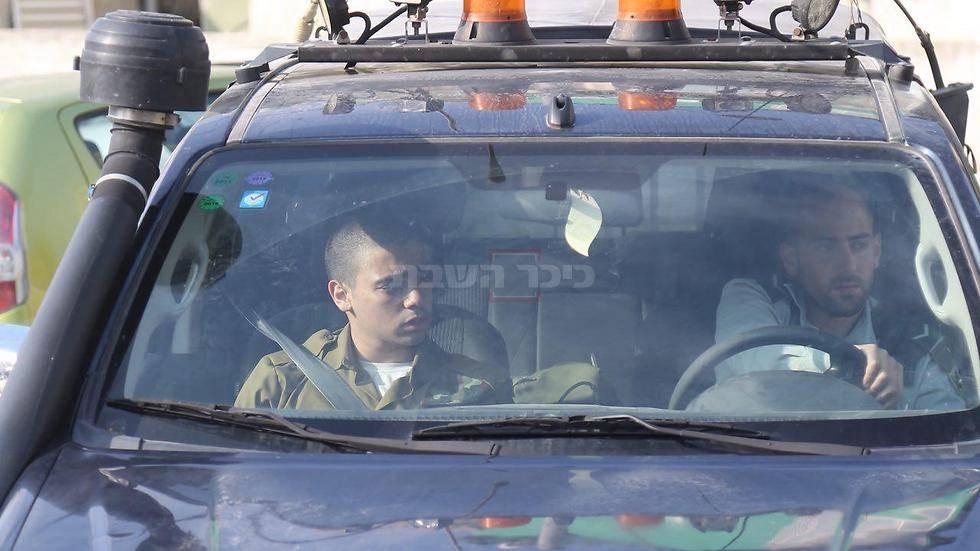 אלאור אזריה מגיע לבית הדין (צילום: מטי קמחי - ynet)