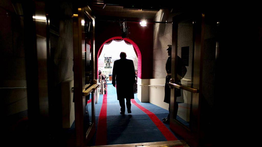טראמפ, לאחר השבעתו (צילום: הבית הלבן)