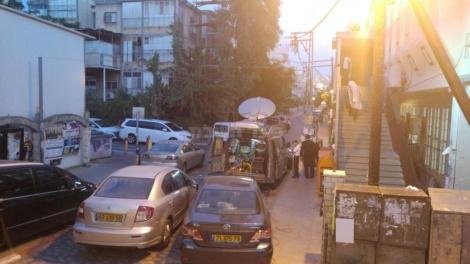 """הרכב וצלחת הלווין ברחוב רשב""""ם (באדיבות המצלם)"""