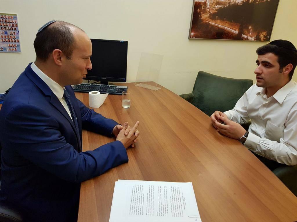 השר נפתלי בנט בראיון לכתב כיכר השבת ישי כהן