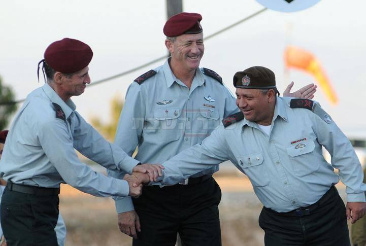 איזנקוט וגולן לוחצים ידיים בשנת 2011, דו''צ