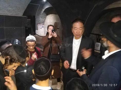 נובוקי סוגיהארה, הבן - במרתף השואה (צילום: אלי דן)