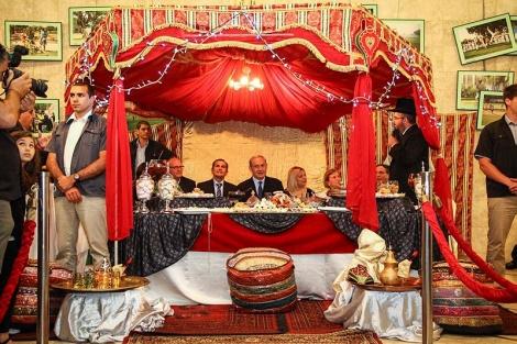 ראש הממשלה נתניהו ורעייתו שרה בטקס מימונה. מקור החג - בפולחן עתיק נגד מזיקים - לא תאמינו: זה המקור האמיתי של המימונה