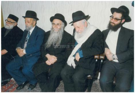 """מימין: הגאון רבי יעקב יוסף זצ""""ל"""