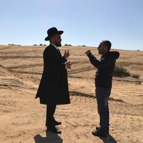 תומר עמר והרב ניצן ראובן. בנייה הציבור החרדי. צילום: יחצ