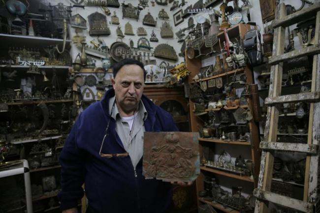 חנוכיה ששרדה את אושוויץ (צילום: חיים גולדברג, כיכר השבת)