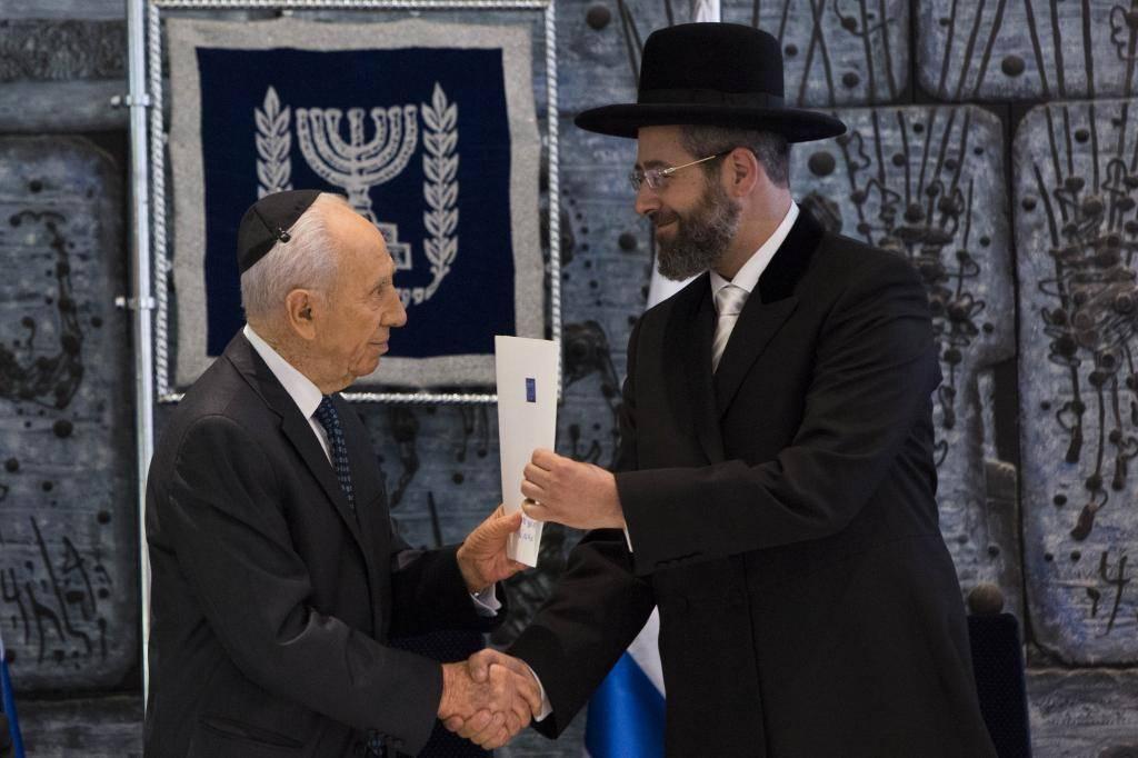 הרב הראשי רבי דוד לאו והנשיא פרס (יונתן זינדל, פלאש 90)