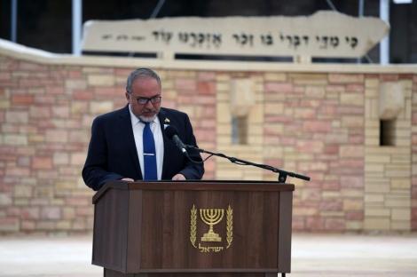 שר הביטחון בקרית שאול (צילום:אריאל חרמוני/משרד הביטחון)