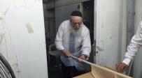 תיעוד: רבה של ירושלים באפיית מצות שלאחר חצות יום