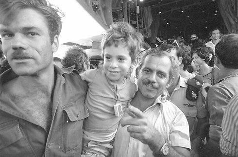 צילום: אבי שמחוני ומיקי צרפתי, במחנה (צילום: אבי שמחוני ומיקי צרפתי, במחנה)