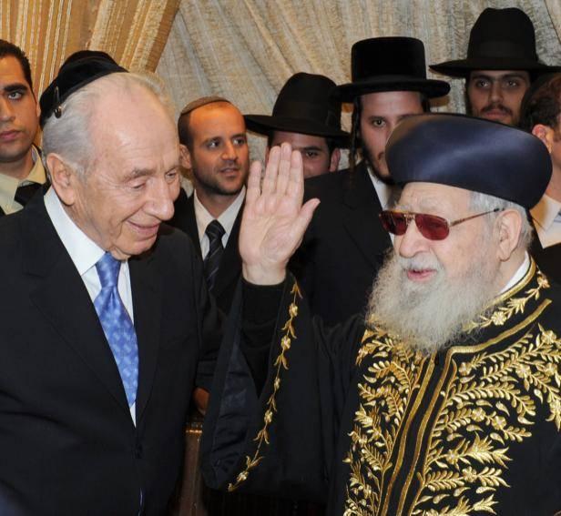 עם מרן הרב עובדיה יוסף (צילום: עמוס בן גרשום, לע