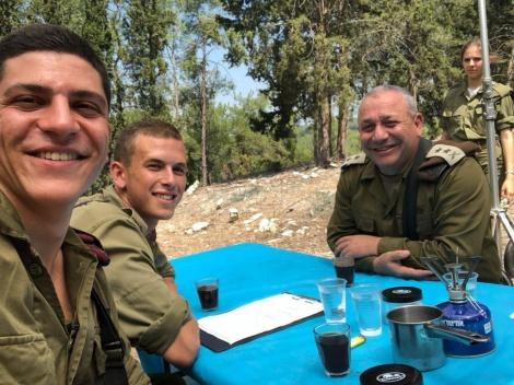 """הרמטכ""""ל בראיון מיוחד במהלך תרגיל עם לוחמי חטיבת הצנחנים"""