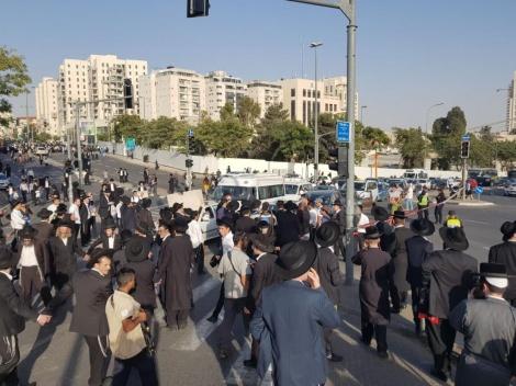 החסימה בצומת בנייני האומה (צילום: כיכר השבת)