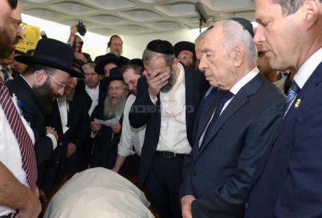 """פרס במסע הלוויה של מרן הגר""""ע יוסף זצ""""ל ב-2013"""