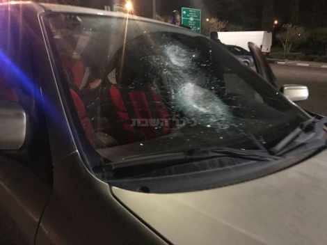 """הנזק לאחד הרכבים (צילום: קבוצת """"מדברים תקשורת"""")"""