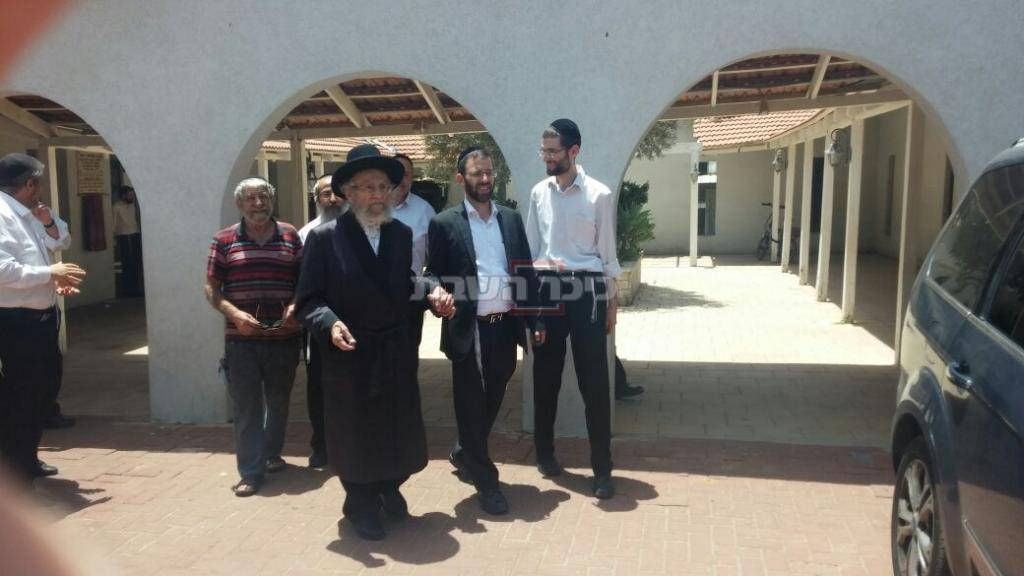 בביקור בבית הכנסת ברמת השרון לאחר מחלה