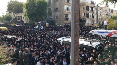 הרבבות בהלוויה  (צילום: שלומי כהן, כיכר השבת)