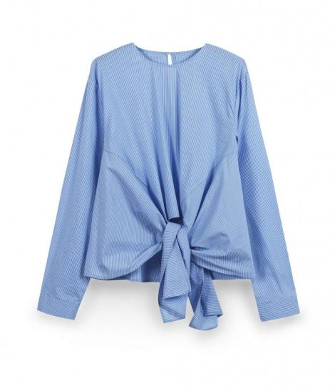 """חולצה אוברסייז אלגנטית, מחיר: 129.90 ש""""ח / צילום: טל קרת"""