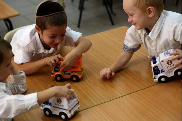 חשוב לתמוך בילדים מבחינה חברתית. אילוסטרציה. צילום: Nati Shohat/Flash90