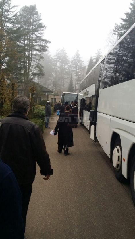 החסידים עוזבים את כפר הנופש, הבוקר (צילום: באדיבות המצלם)
