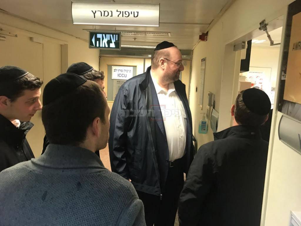 רכניץ בכניסה לחדרו של מרן הרב שטינמן