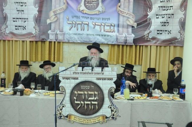 הרב ארלנגר נואם בכנס (צילום: שמואל דריי)