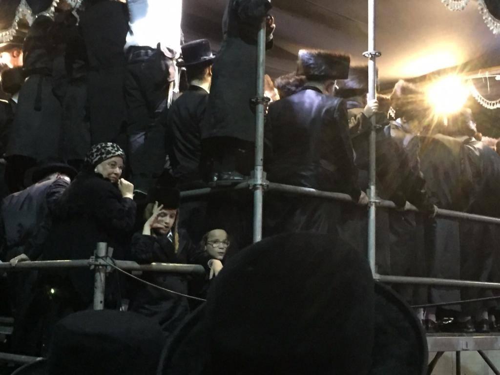 משמאל: הרבנית ממכנובקא (כיכר השבת)