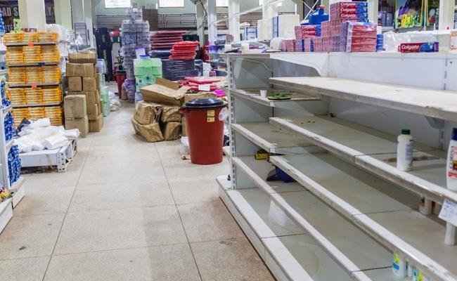 החנויות מתרוקנות ממוצרים והשוק השחור משגשג (צילום: shutterstock)