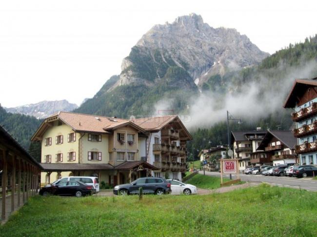 קנזיי אלבה, המלון