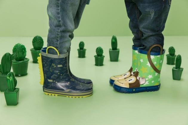 נעליים חדשות מבית ווי-שוז.