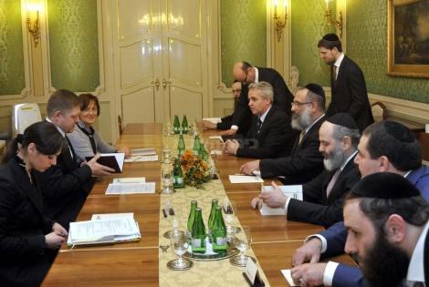 פגישת המשלחת עם ראש ממשלת סלובקיה רוברט פיצו