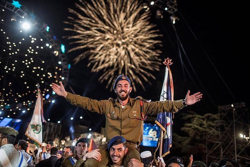 חיילים רוקדים בסיום הטקס בהר הרצל (צילום: הדס פרוש)