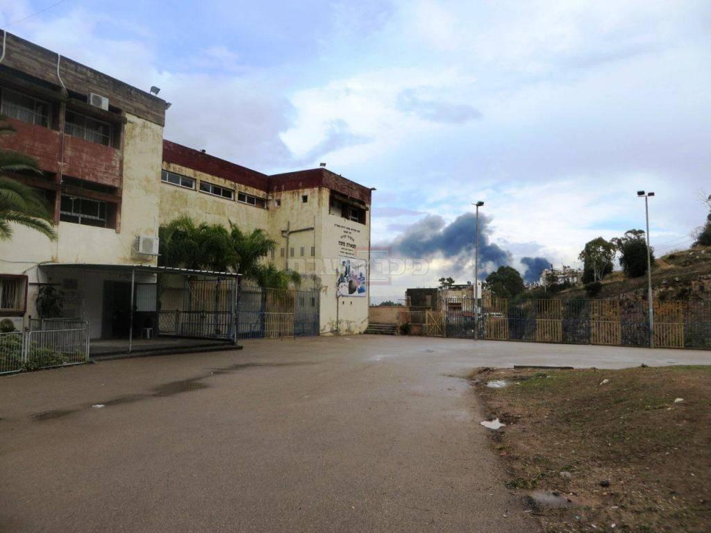 העשן כפי שתועד בשכונת הדר - מרחק גדול מאוד (צילום: אהרן ברוך ליבוביץ)