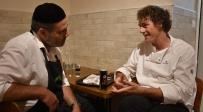 השף תום פרנץ בפלאפל בן יעקב - השף הנודע סייר במסעדות המוכרות במגזר החרדי