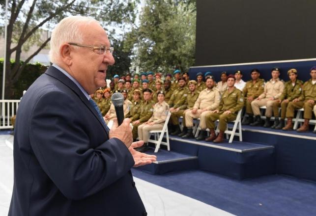 הנשיא ביקר את החיילים המצטיינים: 'גאווה'