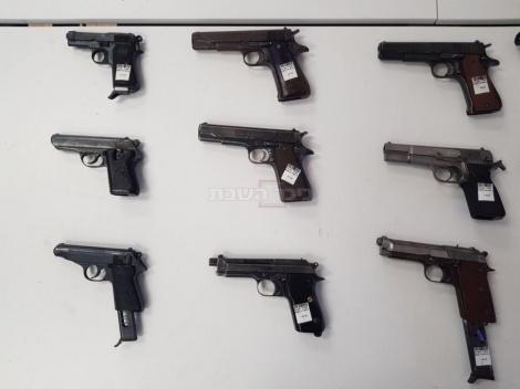 אקדחים שנרכשו בידי הסוכן