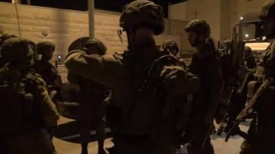התדרוך לפני היציאה למעצר (צילום: כיכר השבת)