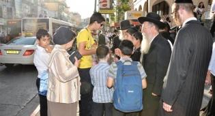 אתמול בבני-ברק: כסף חינם ברחובות